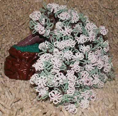 Посмотреть другие работы Елены Хотулёвой вы может на сайте.  Как сделать французские цветы из бисера?